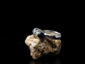 fedina in argento con tubo e pietre