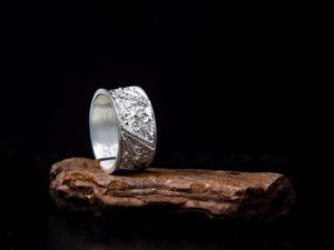 anello a fascia unisex misura regolabile.
