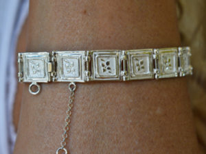 Bracciale in argento di quadratini decorati
