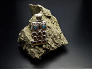 Ciondolo ben augurale in argento, civetta Maya
