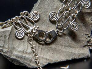Collana morbida di maglie a spirale
