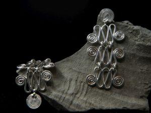 Orecchini in argento di maglie a spirale