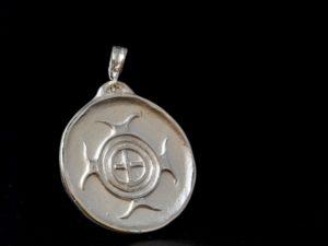 Ciondolo italico in argento, riproduzione archeologica