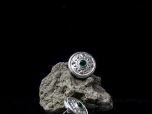 Orecchino piccolo bottone a lobo con pietra