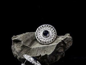 Orecchino da lobo circolare merletto con pietra