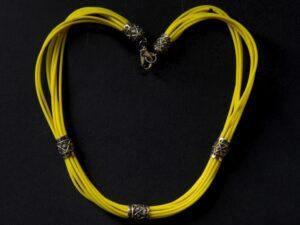Collana multifilo caucciù giallo e inserti in argento