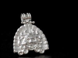 Ciondolo etrusco in argento, Gorgone di Veio