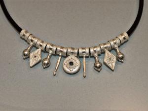 Collana Fantasia cuoio e pendenti in argento