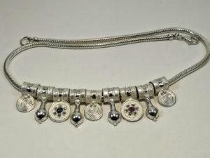 Collana in argento con nove pendenti