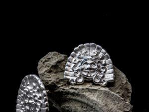 Orecchino etrusco in argento, Gorgone di Veio