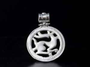 Ciondolo in argento traforato con chimera sannita