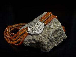 collana multifilo mosaico marrone