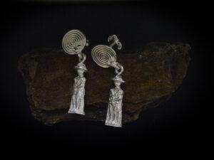 Orecchini in argento, rappresenta un guerriero Italico